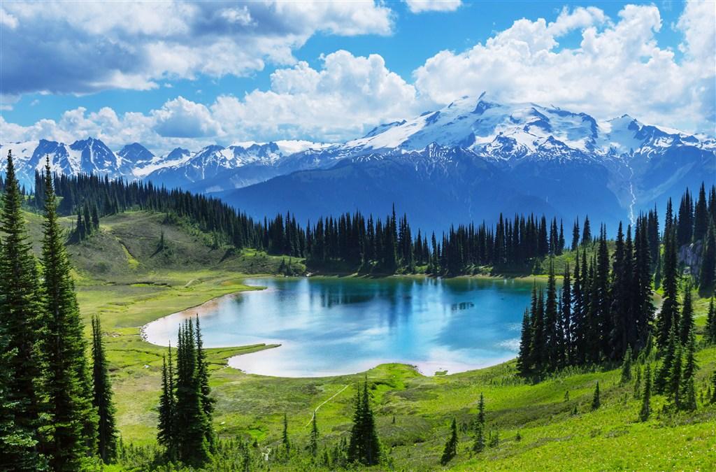 高山湖泊風景素材